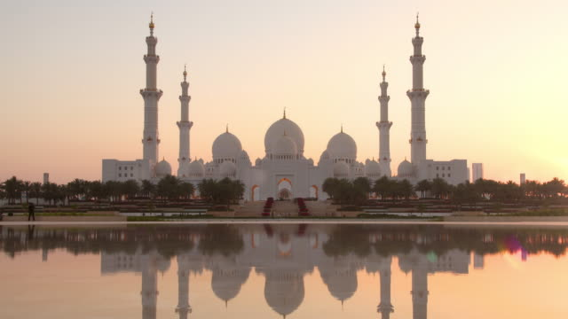grand mosque abu dhabi timelapse - travel destinations stock videos & royalty-free footage