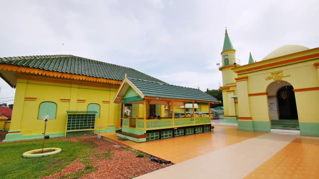 grand mosque of the sultan of riau - grand mosque stock videos and b-roll footage