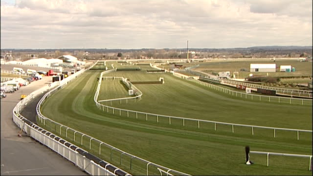 grand national festival 2013 preview england liverpool aintree racecourse ext **good general views of aintree racecourse being prepared for grand... - 角度点の映像素材/bロール
