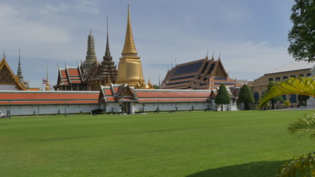 grand palace complex from entrance gate, bangkok, thailand, southeast asia, asia - バンコク県点の映像素材/bロール