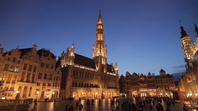 ws grand place and city hall of brussels at dusk / brussels, brabant, belgium - town square stock videos & royalty-free footage