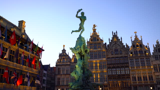 grote markt in antwerp, realtime - markt video stock e b–roll