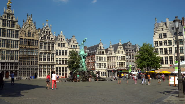 grote markt in antwerp, time lapse - markt video stock e b–roll