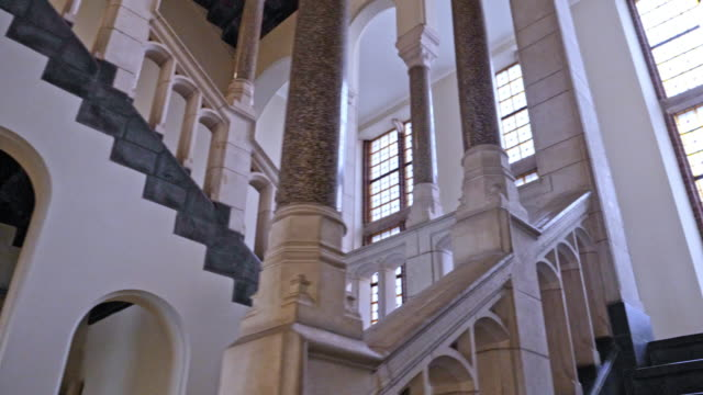 stockvideo's en b-roll-footage met grand stairway - majestueus