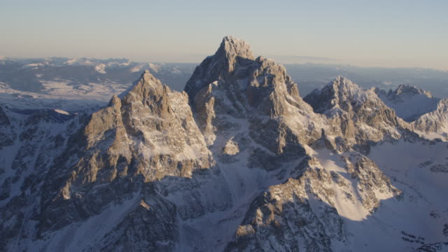 vídeos y material grabado en eventos de stock de grand teton national park in winter aerial - grand teton