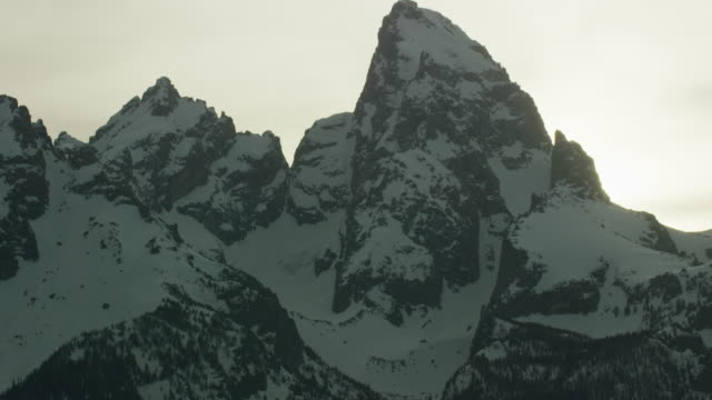 5k grand teton pan 3 - grand teton stock-videos und b-roll-filmmaterial