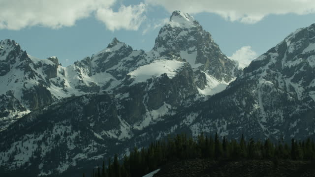 5k grand teton pan - grand teton stock-videos und b-roll-filmmaterial