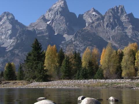 grand teton: shallow stream and rugged peaks - grand teton stock-videos und b-roll-filmmaterial