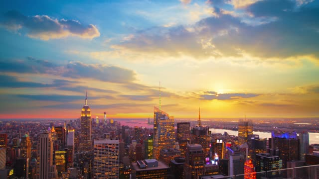 stockvideo's en b-roll-footage met grand uitzicht op zonsondergang over manhattan - majestueus