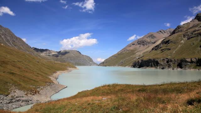 grande dixence and dix lake, switzerland - nöjesridning bildbanksvideor och videomaterial från bakom kulisserna