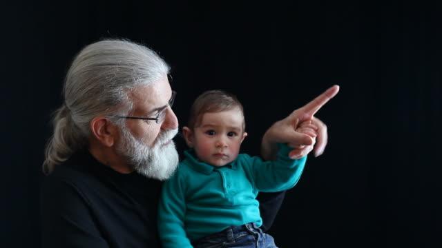 Großvater und Babymode – Jungen