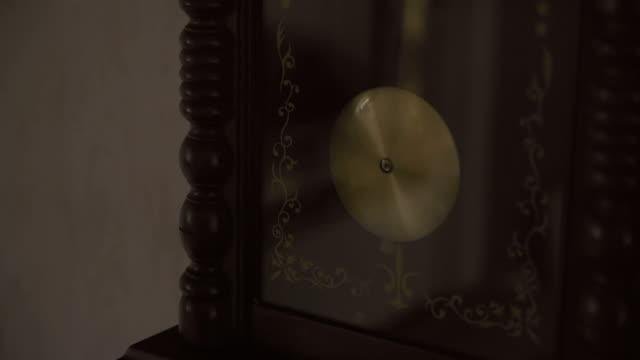 祖父時計 - 大時計点の映像素材/bロール