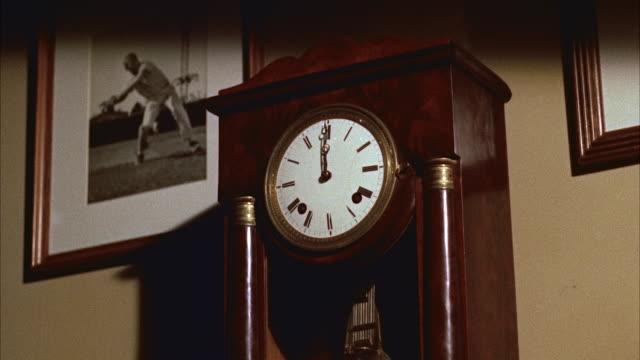ms grandfather clock - 大時計点の映像素材/bロール