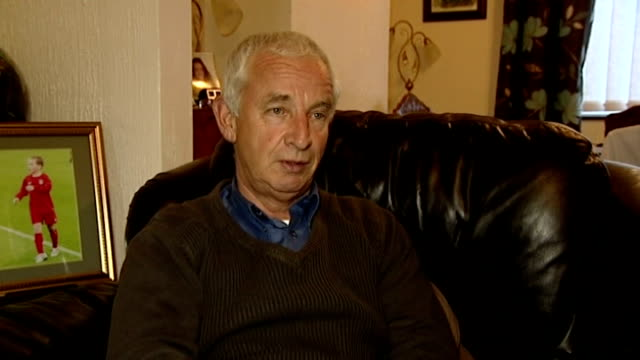 vidéos et rushes de grandfather wins bet on wales debut footballer harry wilson wales int pete edwards interview sot - pays de galles