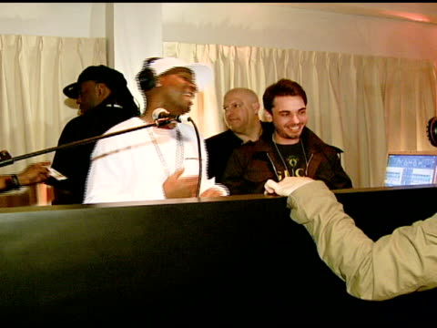 grandmaster flash and dj am at the nicole khristine jewelry launch featuring dj am, grandmaster flash and macy gray performing the first ever... - メイシー グレイ点の映像素材/bロール