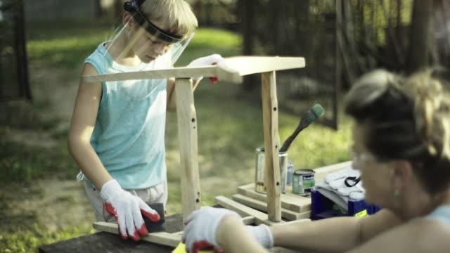vídeos de stock, filmes e b-roll de avó e neto renovar móveis antigos - decoração