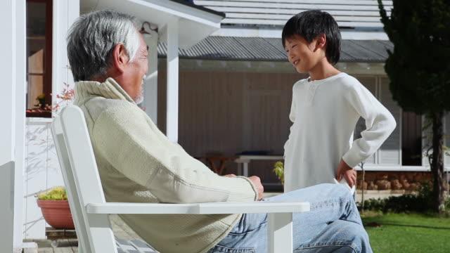 ms  grandpa talking with grandchild / fujikawaguchiko, yamanashi, japan - 談笑する点の映像素材/bロール