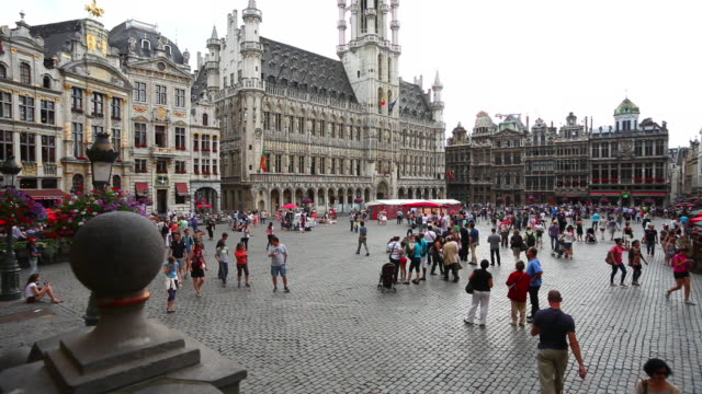 vidéos et rushes de ws grand-place (grote markt) in brussels - city street