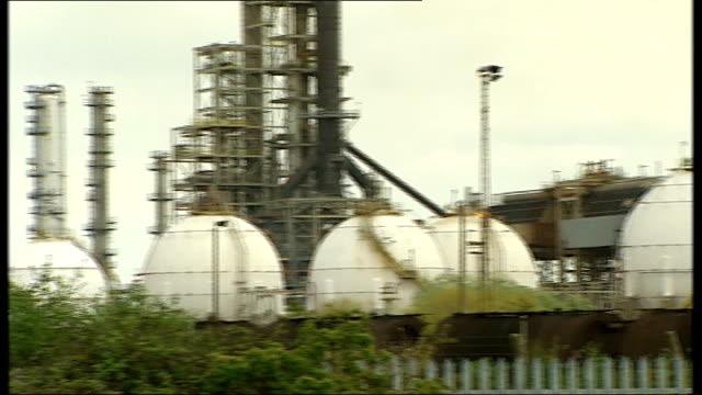 grangemouth refinery oil strike general view coryton plant - coryton refinery stock videos & royalty-free footage