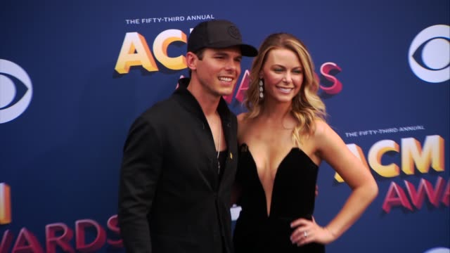 vídeos y material grabado en eventos de stock de granger smith and amber bartlett at the 53rd academy of country music awards at mgm grand garden arena on april 15 2018 in las vegas nevada - amber smith