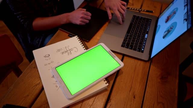 vídeos de stock e filmes b-roll de graphic design student drawing and studying at work - designer grafico