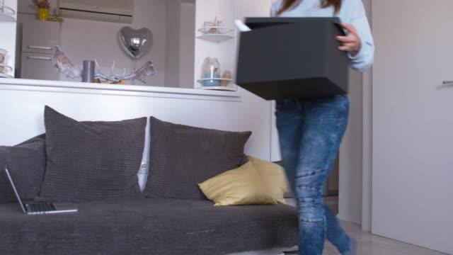 グラフィックデザイナー通電ボックス、図面、同じように在宅勤務 - 胡坐点の映像素材/bロール