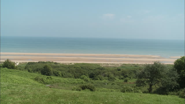 ws grass dunes at omaha beach, colleville-sur-mer, normandy, france - omaha beach stock videos and b-roll footage