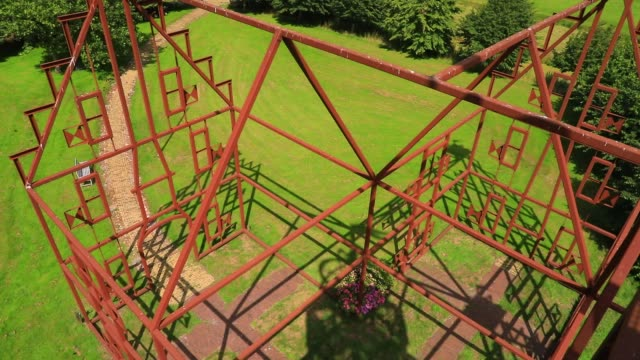 "vídeos de stock e filmes b-roll de grass from below is seen from the stairs of the steel replica of the ""uniastate"" designed by artist bep mulder on july 12, 2020 in bears, the... - ilusão"
