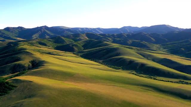 vídeos y material grabado en eventos de stock de grassland / inner mongolia, china - panorámica