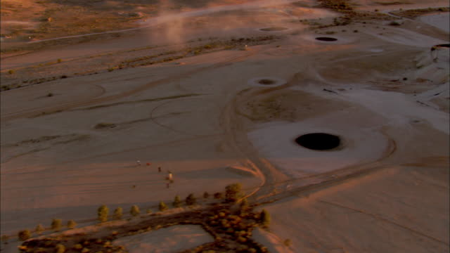 aerial grassless golf course at sunset, coober pedy, south australia, australia - coober pedy stock videos & royalty-free footage