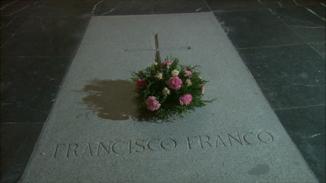 ms grave of general francisco franco, valley of the fallen, northwest of madrid, spain - tomba luogo di sepoltura video stock e b–roll