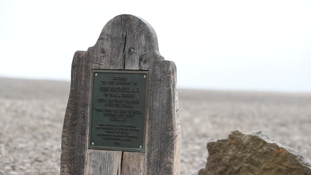 grave of john hartnell on beechy island from franklin expedition - buried stock videos & royalty-free footage