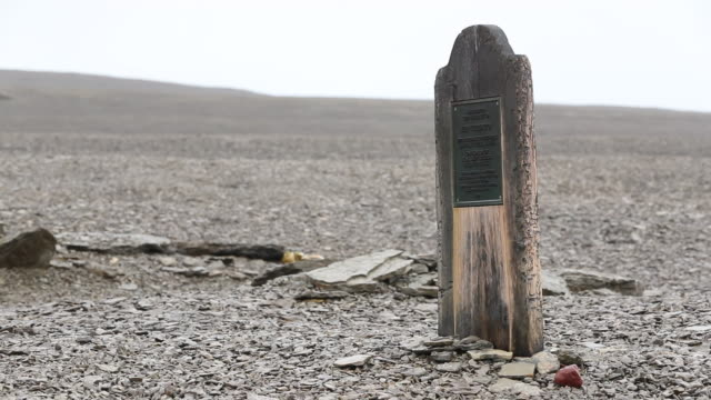grave of john torrington on beechy island from franklin expedition - buried stock videos & royalty-free footage
