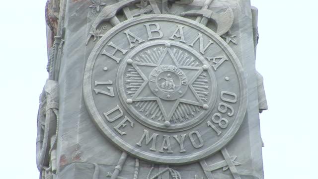 vídeos de stock, filmes e b-roll de cu grave of the fire fighters, cementerio de cristobal colon / havana city, havana, cuba - escrita ocidental