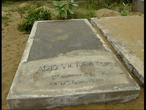 grave of victoria climbie parents berthe amoissi and francis climbie looking at grave clean feed tape = d0508363 or d0508364 00:10:34:00 -... - côte d'ivoire stock videos & royalty-free footage