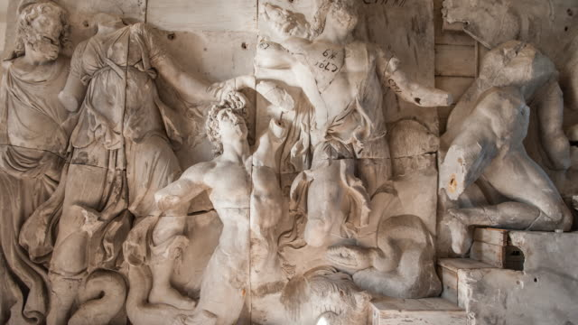 vidéos et rushes de great altar of pergamon - sculpture production artistique