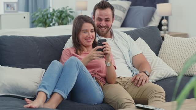 stockvideo's en b-roll-footage met een geweldige app om je comfortabeler te laten leven - echtgenote