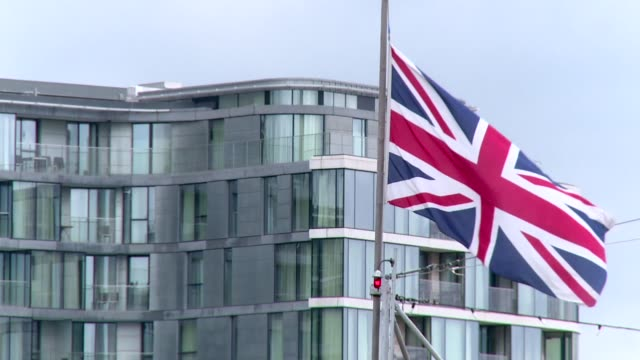 great britain flag waving in wind - pole stock videos & royalty-free footage