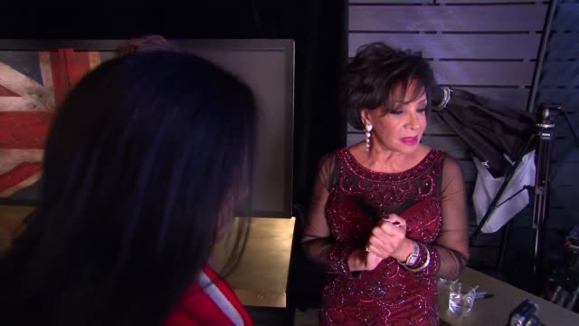 vídeos y material grabado en eventos de stock de great britons photo and interviews shirley bassey posing with toy and chatting with alistair morrison / dame shirley bassey interview sot / shirley... - shirley bassey
