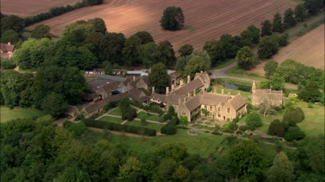 stockvideo's en b-roll-footage met great chalfield manor - wiltshire