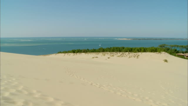 ws, pan, great dune of pilat, (dune du pilat, largest dune in europe), arcachon, aquitaine, france - dune of pilat stock videos and b-roll footage