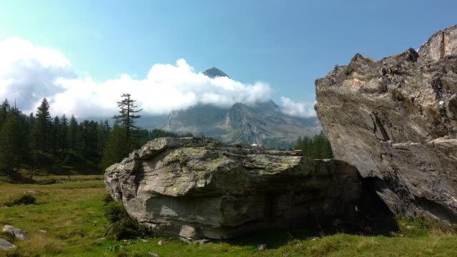 vidéos et rushes de grandes montagnes des alpes italiennes - émergence