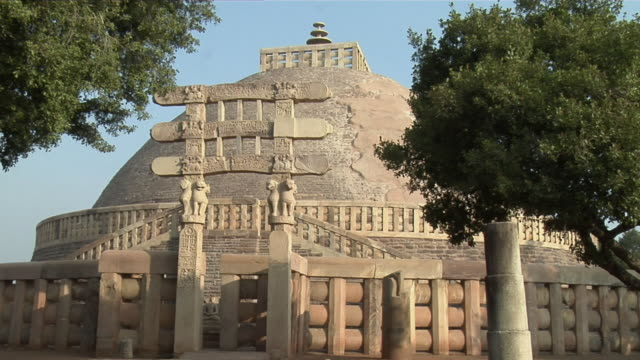 cu, zo, ms, great stupa, sanchi, madhya pradesh, india - stupa stock videos & royalty-free footage