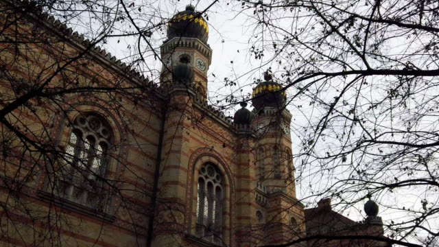 great synagogue in budapest - eastern european culture stock videos & royalty-free footage