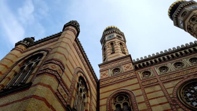 große synagoge in budapest - ungarische kultur stock-videos und b-roll-filmmaterial