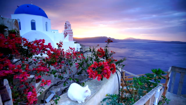stockvideo's en b-roll-footage met great twilight uitzicht op santorini eiland - oia santorini