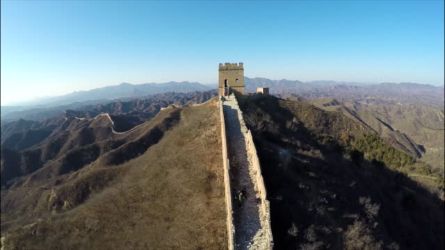 great wall of china luftaufnahmen. - faszination stock-videos und b-roll-filmmaterial