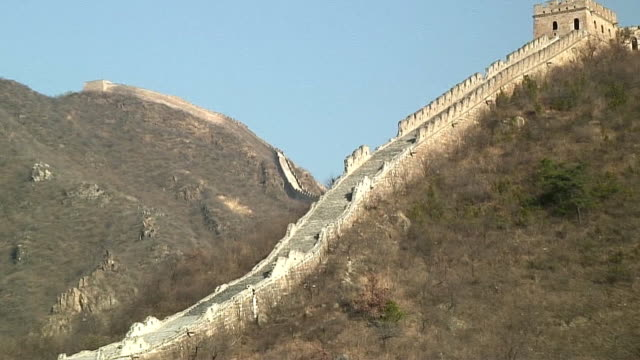 ws zo great wall of china and surrounding hills, huanghua, china - 万里の長城点の映像素材/bロール