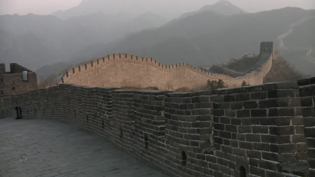 ws pan great wall of china at badaling / beijing, china - badaling great wall stock videos & royalty-free footage