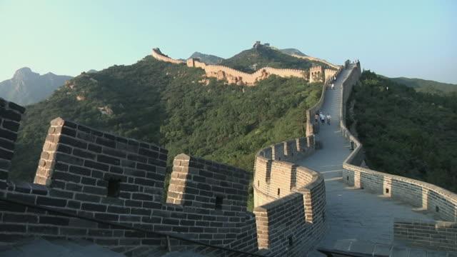 ws great wall of china at badaling / beijing, china - great wall of china stock videos & royalty-free footage
